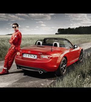 Cette s�rie limit�e peut �tre r�serv�e sur Facebook. La Mazda Racing by MX-5 co�te 30.900 euros