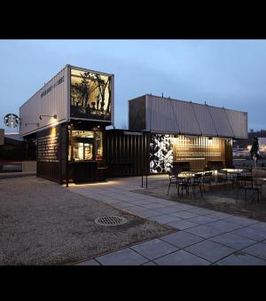 Le drive-in Starbucks de nuit